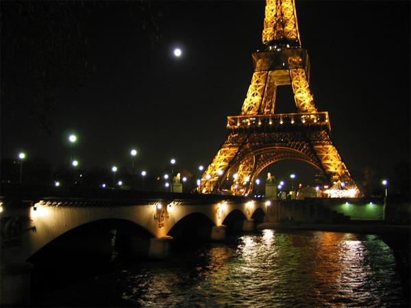 Eiffelfromtrouc_1